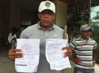 Manifestantes aguardam retorno de comissão que foi ao Fórum Ruy Barbosa