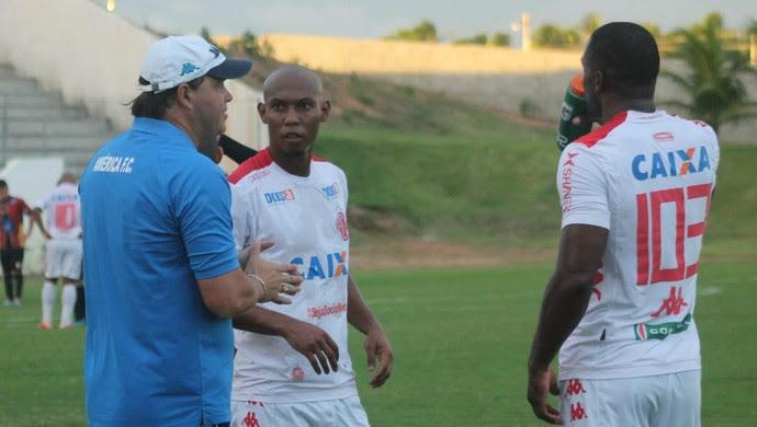 Roberto Fernandes, técnico do América-RN (Foto: Canindé Pereira/Divulgação)