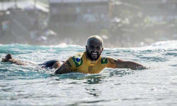 Potiguar Ítalo Ferreira estreia em etapa contra tricampeão mundial