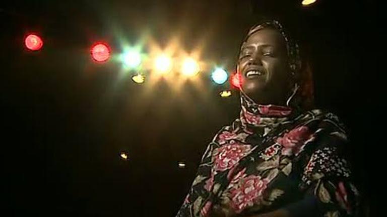 Dos cantantes saharauis revitalizan su tradición musical en Madrid