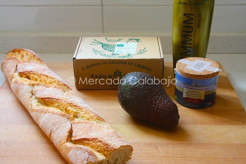 BOCADILLO DE TORTILLA Y AGUACATE-1