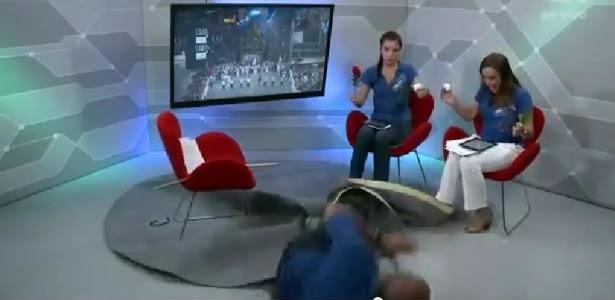 Márcio Canuto leva tombo durante transmissão ao vivo do Carnaval de SP