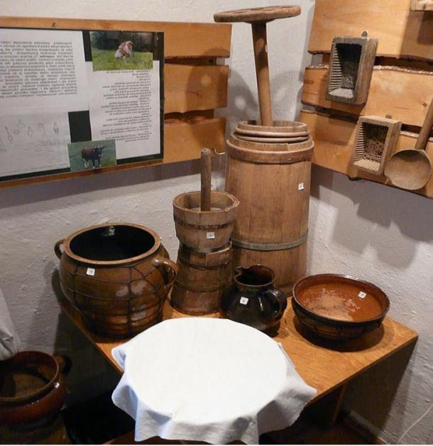 Butter churning equipment with all the features for churning, storing, and processing. At the Beskid Museum in Wisła. Photo by Piotrus, 2008.