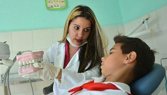 Saidy Diamela trabaja en la clínica 28 de Septiembre, de la barriada de Lawton, en el municipio de Diez de Octubre. Foto: Roberto Suárez/Juventud Rebelde.
