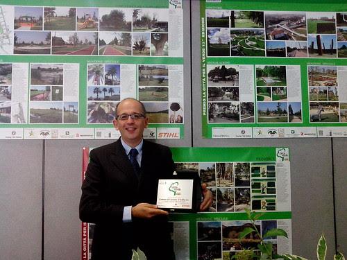 Gaiardelli con la targa del Premio by Ylbert Durishti
