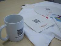 写真3 フォネックス・コミュニケーションズでは、マグカップや団扇などアーティストの関連グッズに同サービスのQRコードを印刷し、販売するといった形態も考えている