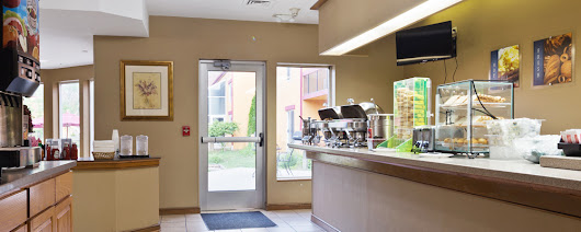 Hotel in Westmont Illinois | Chicago Club Inn & Suites Room Amenities