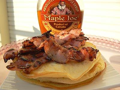 Pancakes et maple syrup.jpg