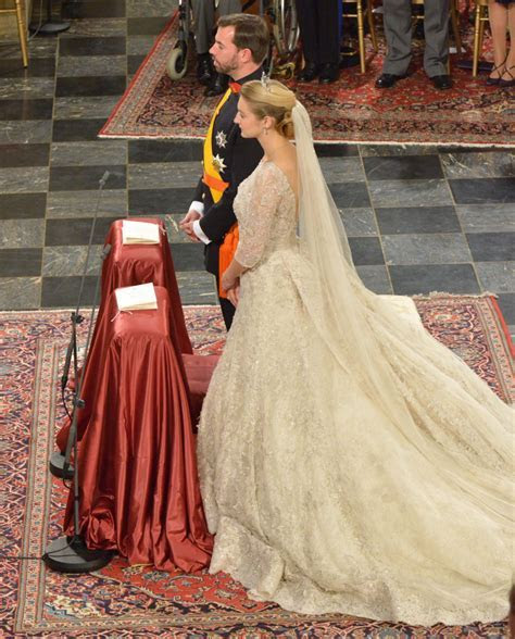 Egads I adore this gown! THIS is what a royal wedding gown