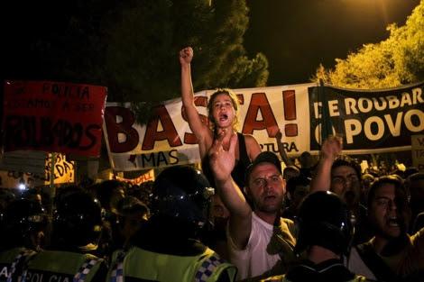 Protestas contra los recortes en Lisboa. | Efe