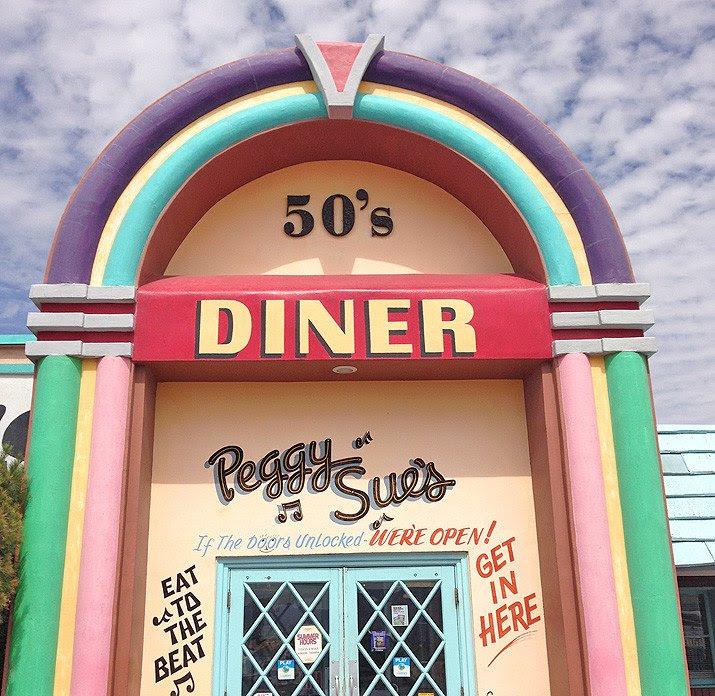 roadside diner: Peggy Sue's 50's diner