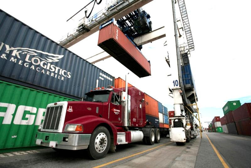 Port truck with containers