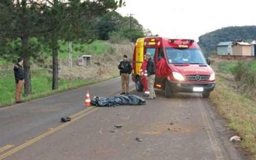 Motociclista morre após bater contra cavalo na PR-562