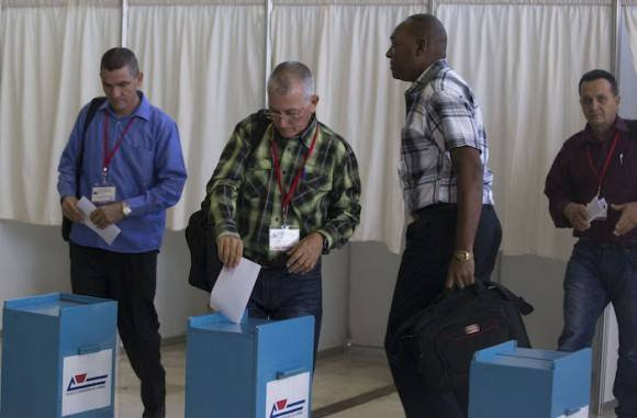 Votación de los delegados. Foto: Ismael Francisco/ Cubadebate