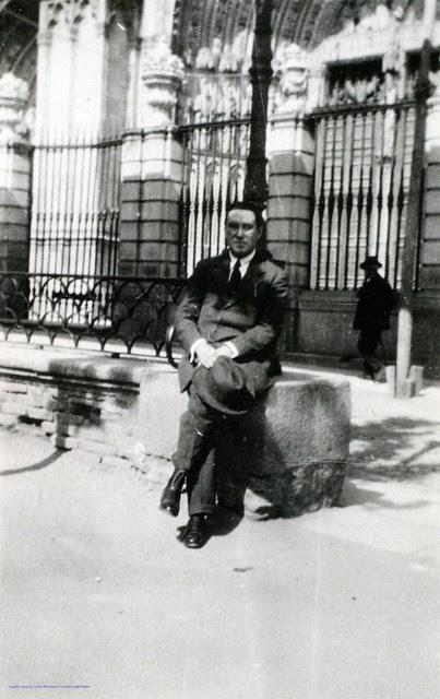 Joaquín Turina en la Plaza del Ayuntamiento de Toledo en 1927. Fotografía de Joaquín Turina © Fundación Juan March