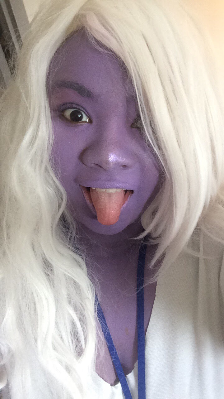 Am I ever gonna stop cosplaying amethyst? Probably not 🙄😝 Side note (excuse the pic on the right I took a selfie and forgot to put on my gem but the pic was cute so I'll be damned)