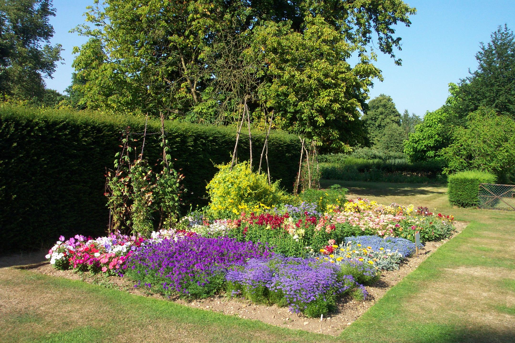 Garden Flower Beds Designs