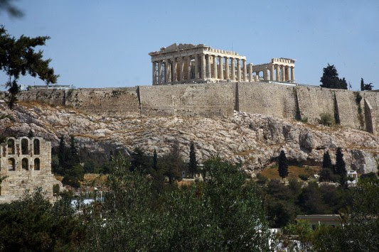 Bloomberg: ρεκόρ άφιξης τουριστών το 2014 στην Ελλάδα