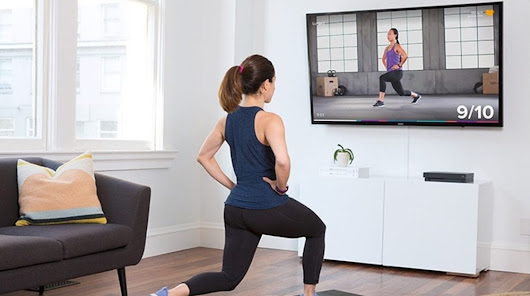 Fitbit Coach and Microsoft HoloLens present mixed reality workout sessions. - IoT Gadgets
