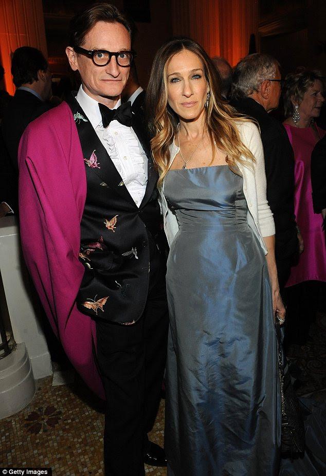 Ventilador de Moda: A atriz posou elegante com editor internacional da Vogue Hamish Bowles at Large