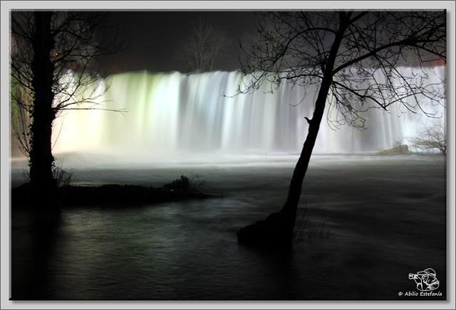 2 Cascada El Peñón de noche