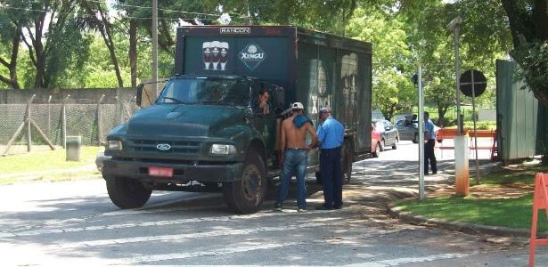 Pelo menos dois caminhões de cerveja foram barrados na portaria da USP