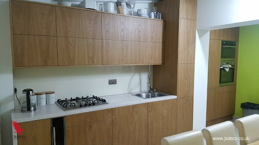Modern oak veneered kitchen • JS DECO Bespoke Furniture