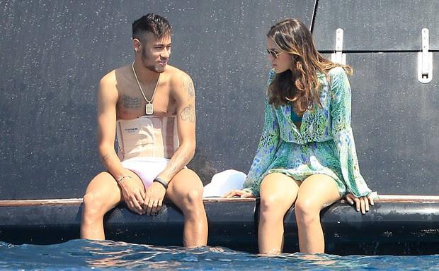 curtindo com Neymar (Foto: Reprodução/Reprodução)
