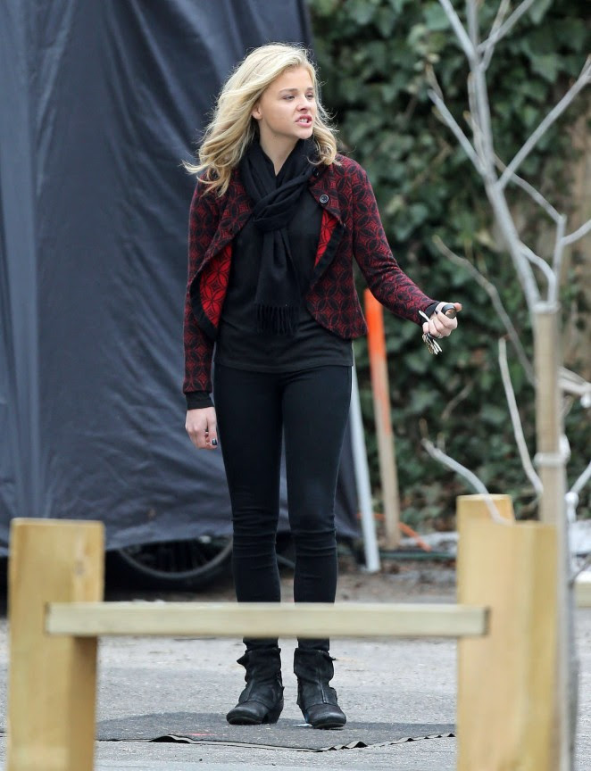 Chloe Moretz: Set of November Criminals -09
