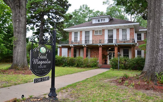 The House From 'Steel Magnolias' Is Now a B&B With Antiques and Movie Memorabilia