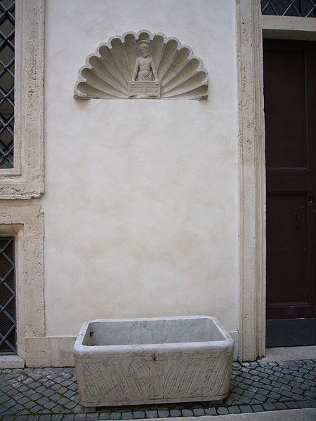 File:Monte di pietà fontanella 1240790.JPG