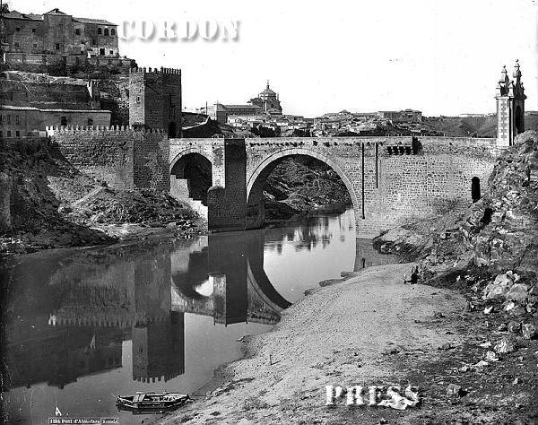 Puente de Alcántara  de Toledo hacia 1875-80. © Léon et Lévy / Cordon Press - Roger-Viollet