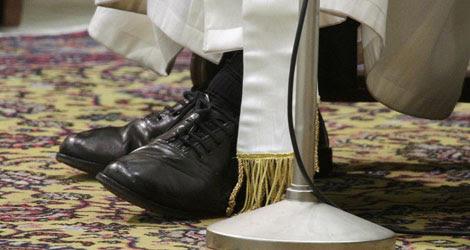 Los zapatos del Papa.  Reuters