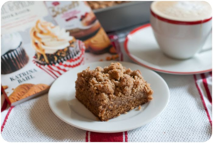 biscoff coffee cake with biscoff crumb topping