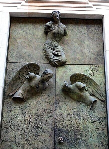 File: Drzwi wejściowe do kościoła MBL 2.JPG