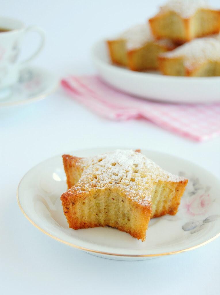 Lemon pistachio friands / Friands de pistache e limão siciliano