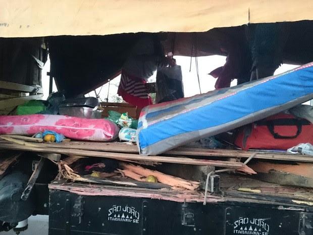 Gruppo de romeiros transitava em caçamba de caminhão (Foto: Divulgação/ PRF)