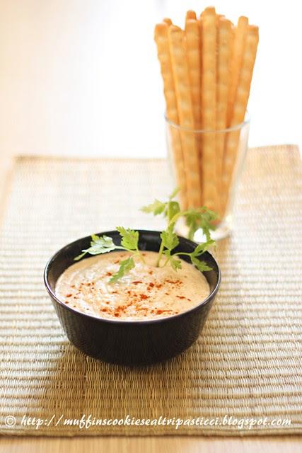 Hummus di cannellini + grissini al sesamo