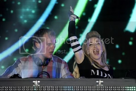madonna in consolle con avicii + intervista + news dal tour: foto e video