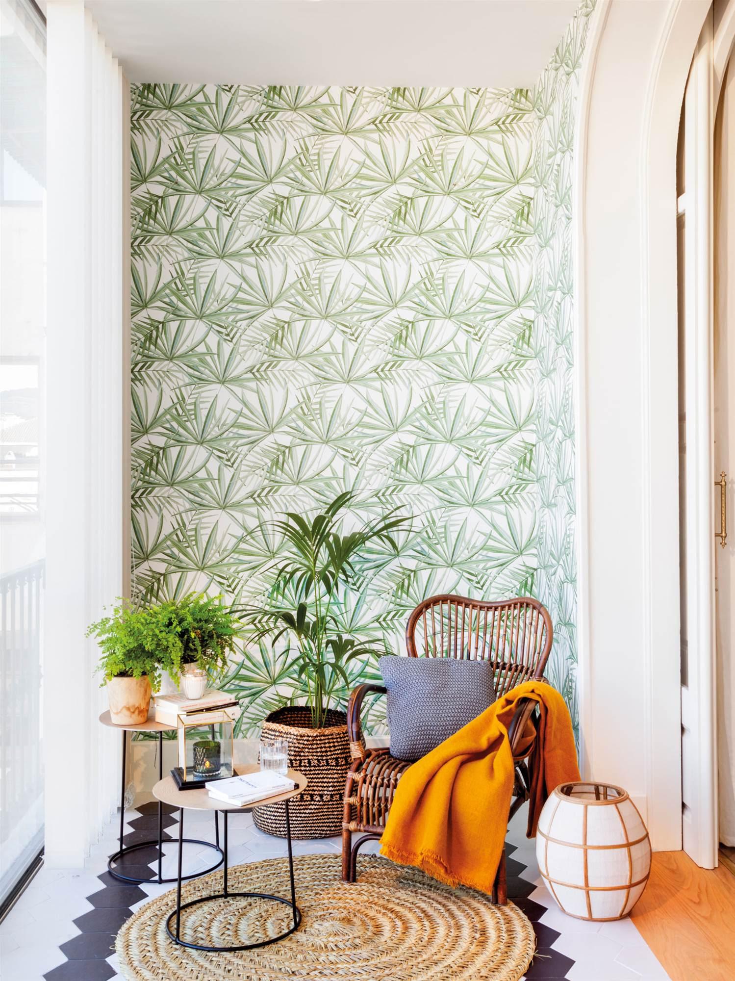 00471820. galería con plantas y papel pintado con motivos vegetales verdes_00471820