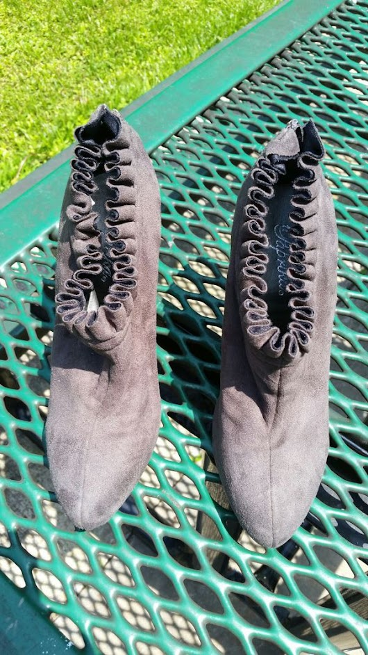Woman's size 6 grey suede heels ( Clothing & Shoes ) in Virginia Beach, VA - OfferUp