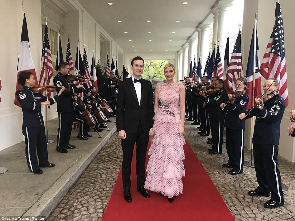 Ivanka Trump twittou esta foto dela com o marido Jared Kushner, dizendo: 'Memórias de um maravilhoso Jantar Estadual'