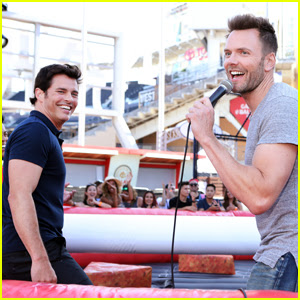 James Marsden & Joel McHale Battle It Out at Comic-Con!