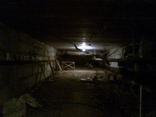В тёмном и страшном подвале