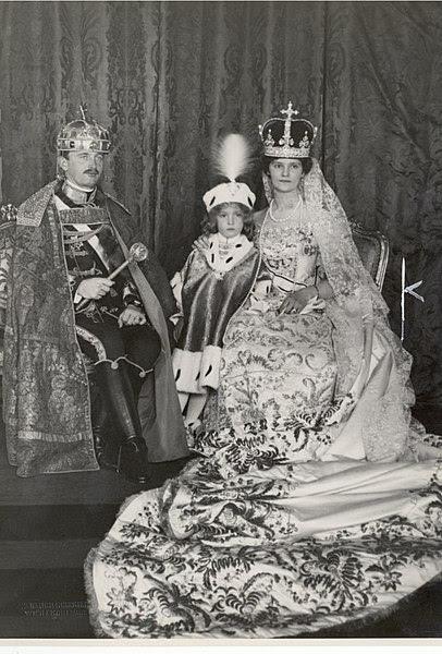 File:Kroenung Budapest Karl und Zita 1916a.jpg