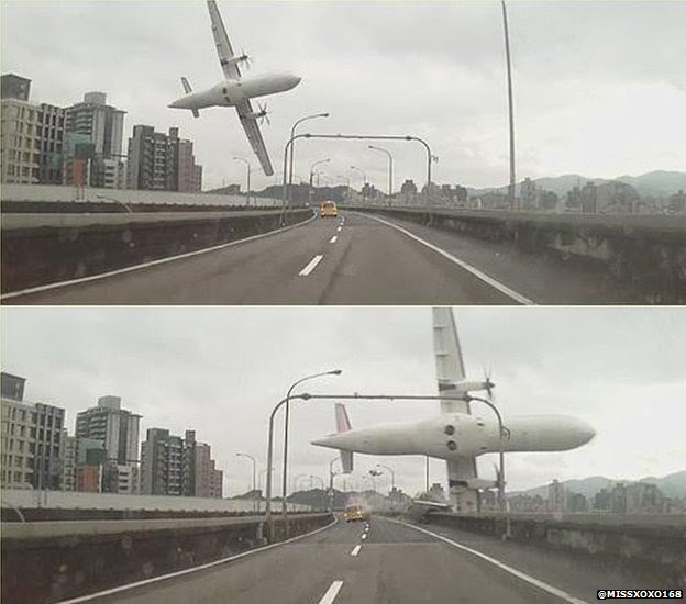 Image of plane crashing over bridge in Taiwan (4 Jan 2015 - image by @Missxoxo168)