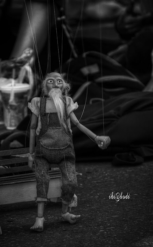 Are we human.. or are we dancer? #photography #street #puppet #blackandwhite #sundaywalk