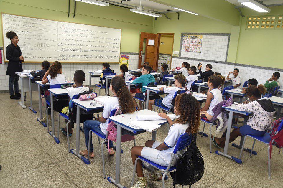 Resultado de imagem para Brasil tem 2,5 milhões de jovens fora da escola