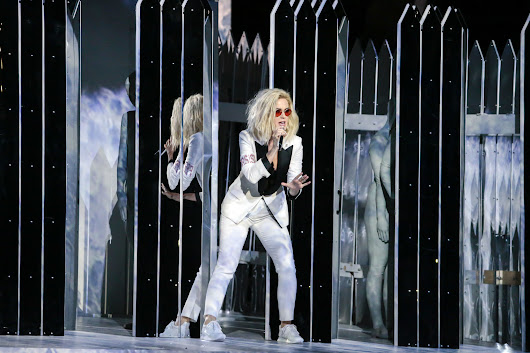 Grammys 2017: Katy Perry's white pant suit protest, plus Beyonce's red quick change