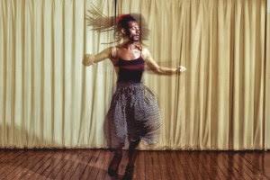 """""""Vamos viver as nossas diferenças"""", diz Liniker, aposta da música brasileira em 2016"""